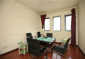 万达西地小区 简装两房 高楼层 全南户型 诚租办公